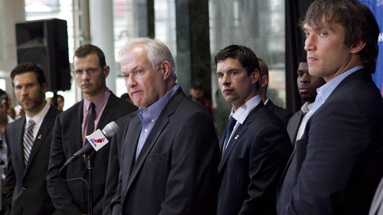 Donald Fehr et certains des joueurs présents mardi à Toronto