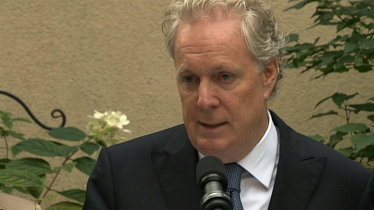 Jean Charest, en conférence de presse, mardi matin, à Montréal.