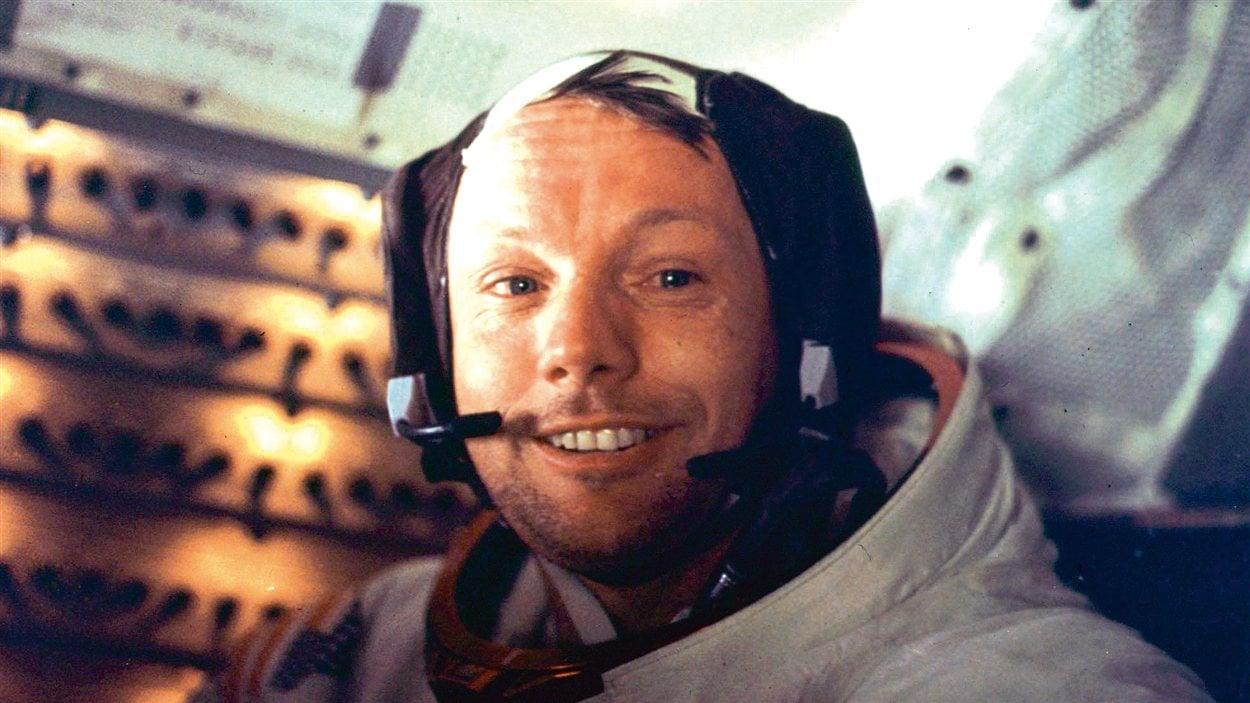 Neil Armstrong à bord du module lunaire Eagle le juillet 21, 1969