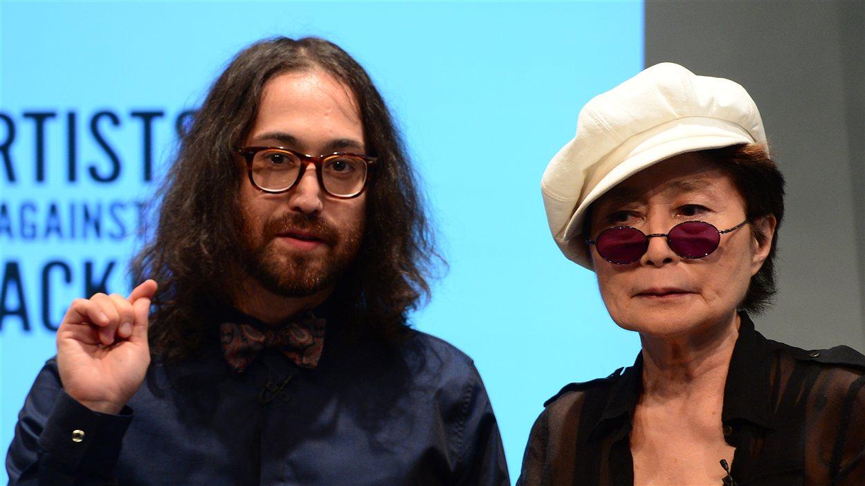 Yoko Ono et Sean Lennon lancent une coalition d'artistes qui s'opposent à la fracturation hydraulique dans l'État de New York.