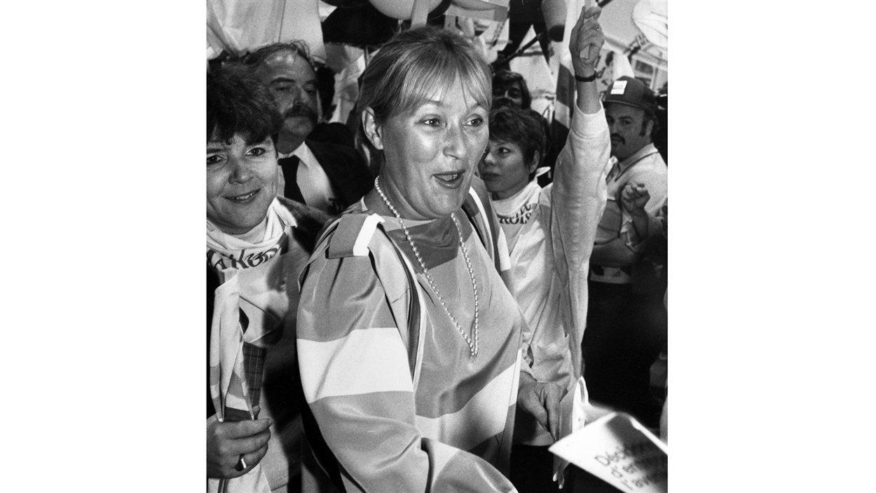Pauline Marois se lance dans la course à la direction du PQ après la démission de René Lévesque. (1985)