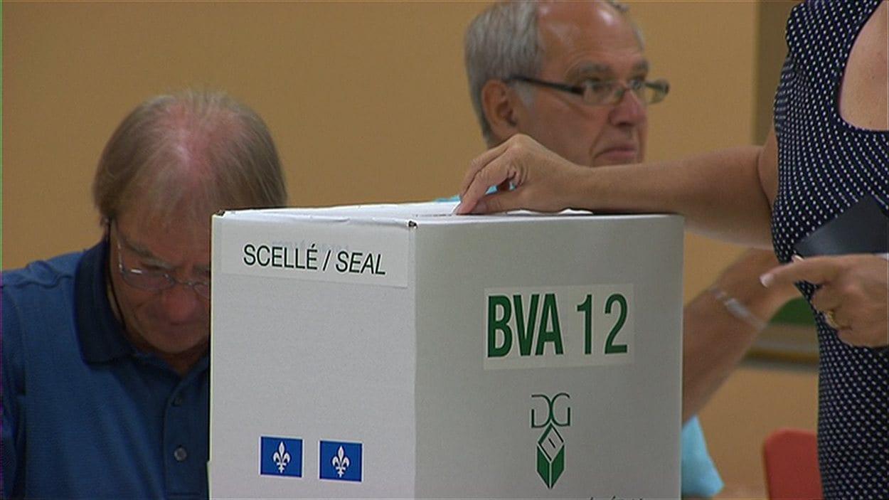 D'ici 2013, Élections Canada expérimentera le vote par Internet. Le directeur général des élections du Québec suit l'expérience de près.