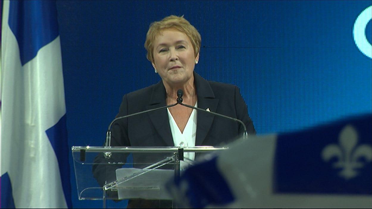 Pauline Marois prend la parole sur la scène du Métropolis vers minuit devant plusieurs centaines de militants transportés d'allégresse par la victoire du Parti québécois et l'élection d'une première femme à la tête du gouvernement québécois.