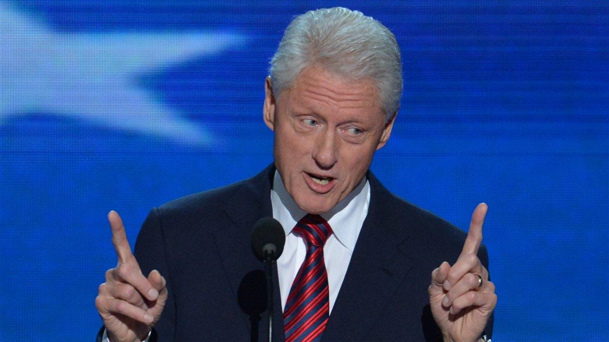 L'ancien président américain Bill Clinton prononce un discours au deuxième jour de la convention du Parti démocrate visant à investir Barack Obama.