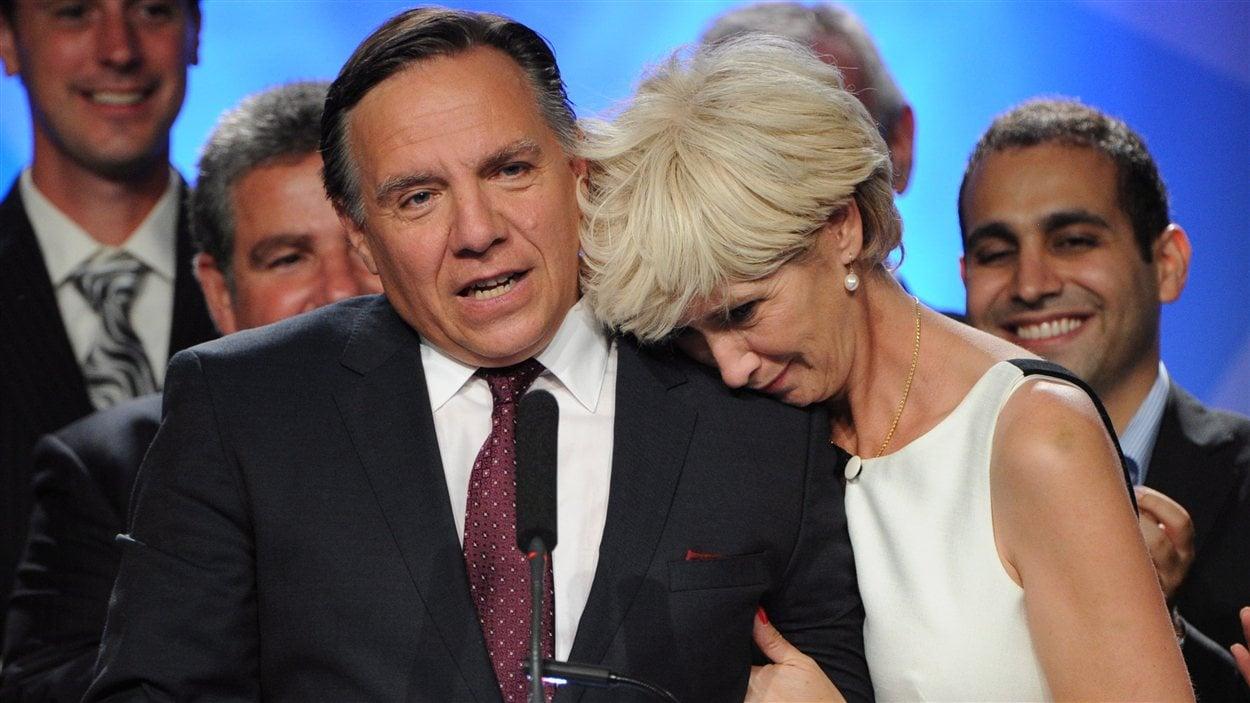 François Legault a reçu le soutien de son épouse Isabelle Brais lors de son discours de fin de soirée.
