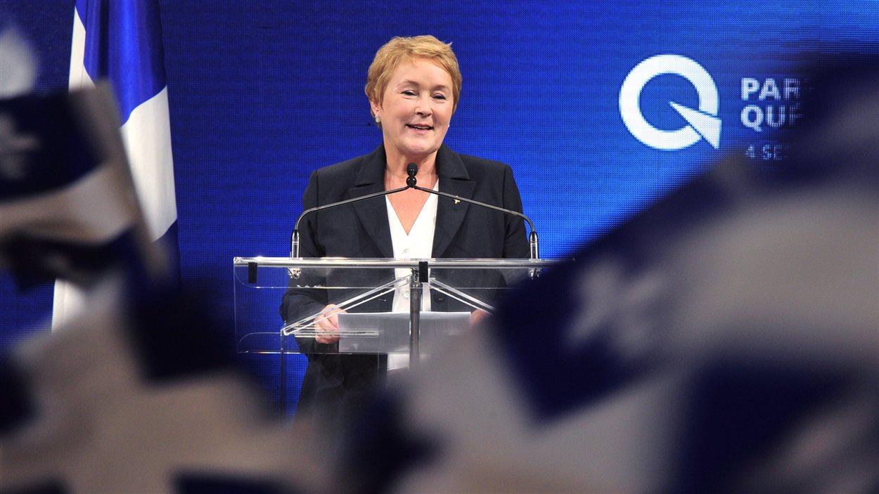 Pauline Marois, célébrant sa victoire électorale avec ses partisans