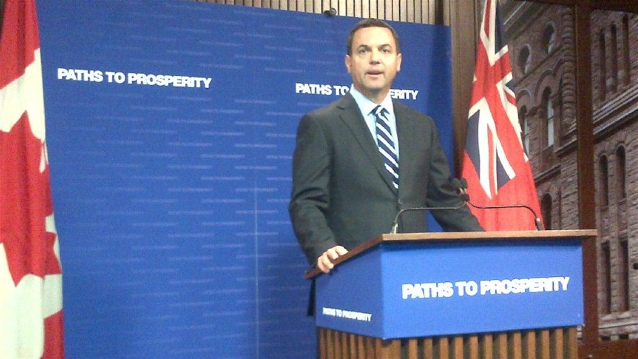 Le parti du chef conservateur, Tim Hudak, a perdu un siège de député après les élections partielles du 6 septembre.