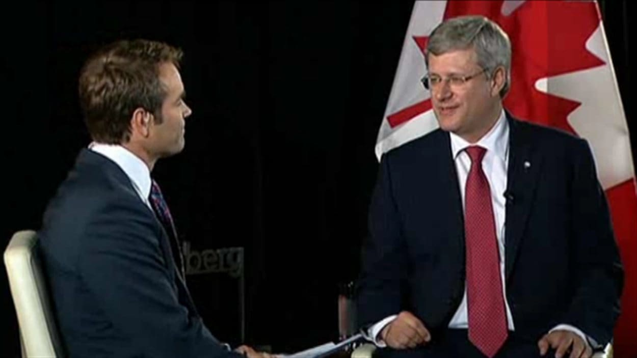 Le premier ministre du Canada, Stephen Harper, prend part à une séance de questions et de réponses organisée par l'agence Bloomberg à Vancouver, le 6 septembre 2012.