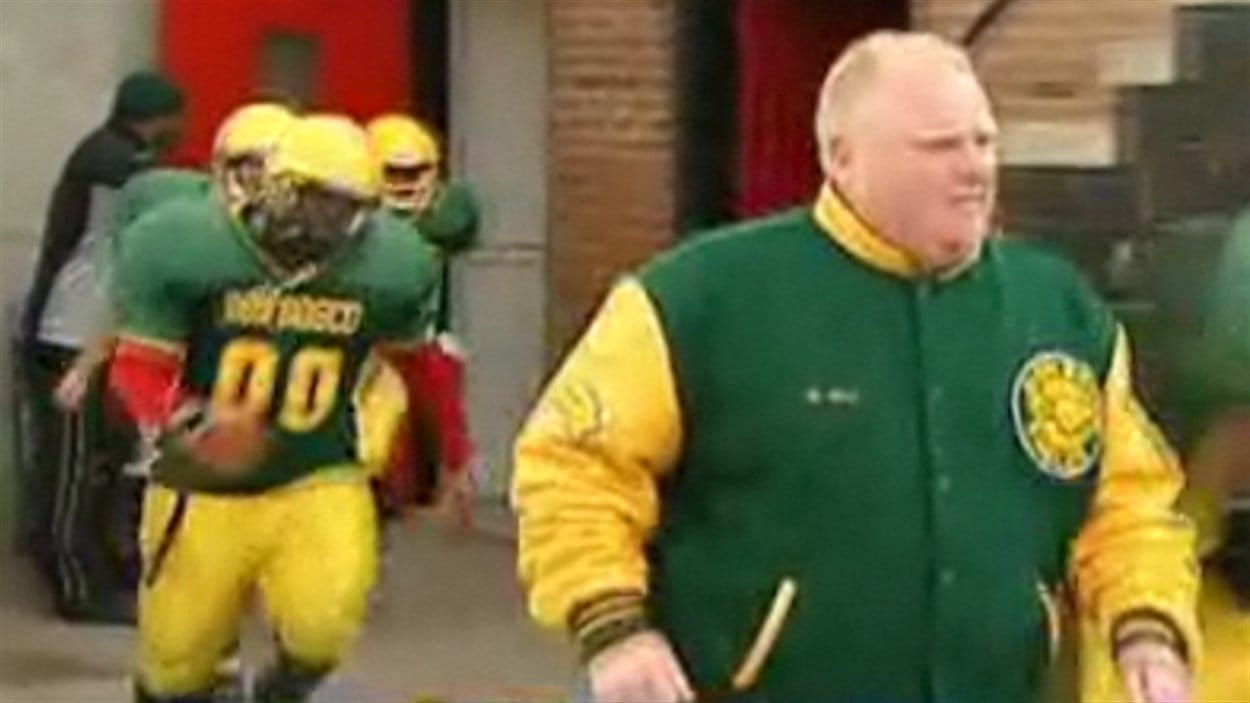 Le maire de Toronto, Rob Ford, supervise l'entraînement de son équipe de football amateur.