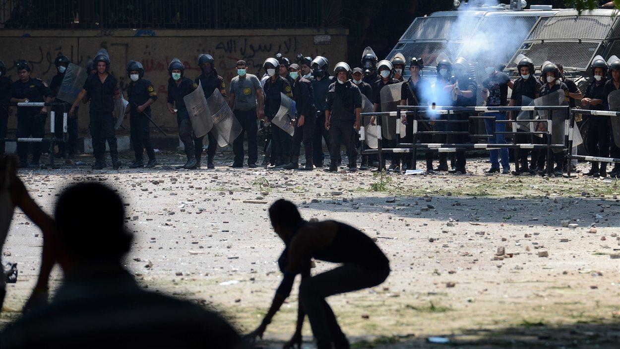 Des manifestants au Caire près de l'ambassade américaine