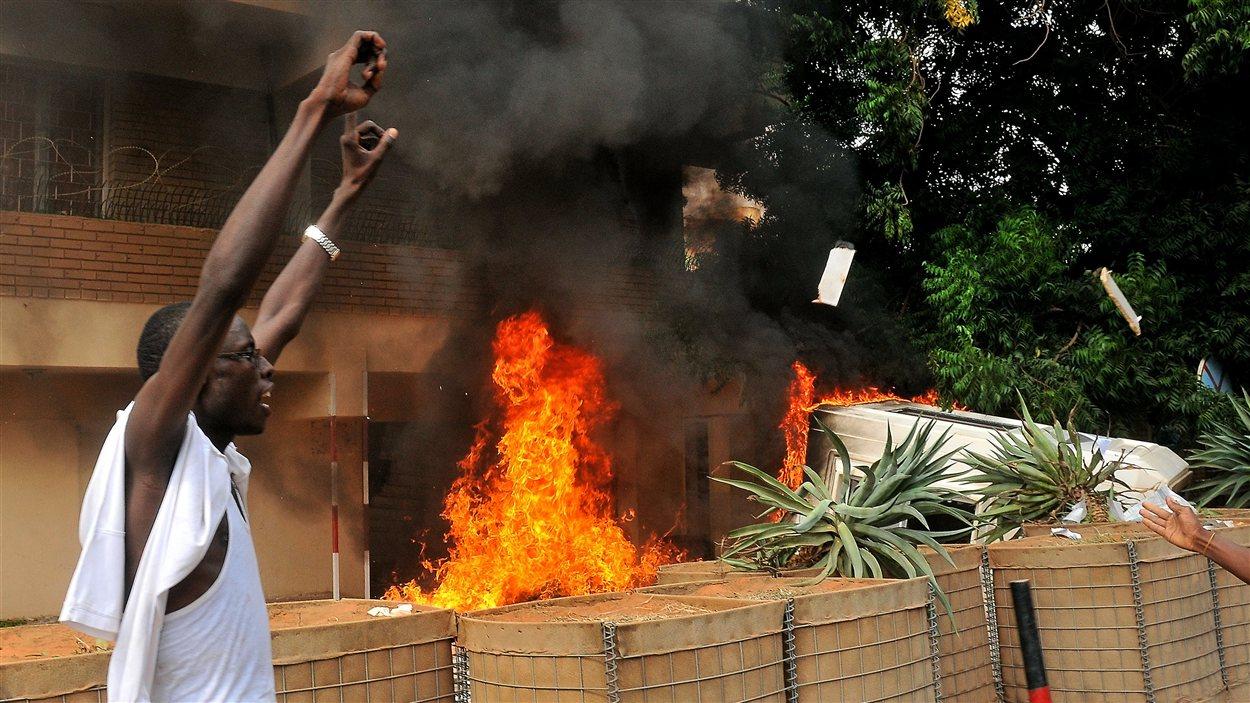 Des manifestants islamistes ont mis le feu à l'ambassade allemande à Khartoum, au Soudan.