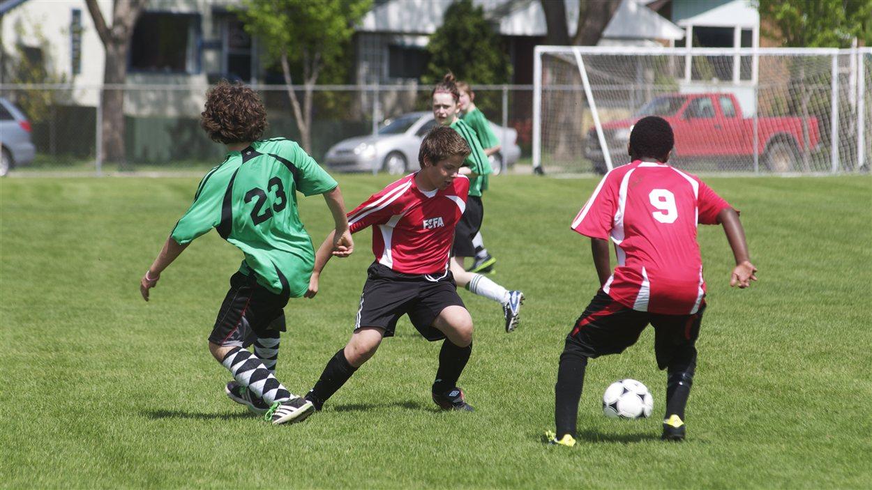 Des jeunes en action aux Jeux francophones de l'Alberta, en 2012