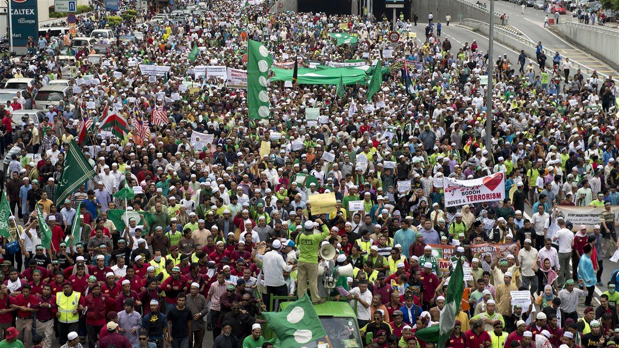 Des milliers de personnes ont marché dans les rues en Malaysie.