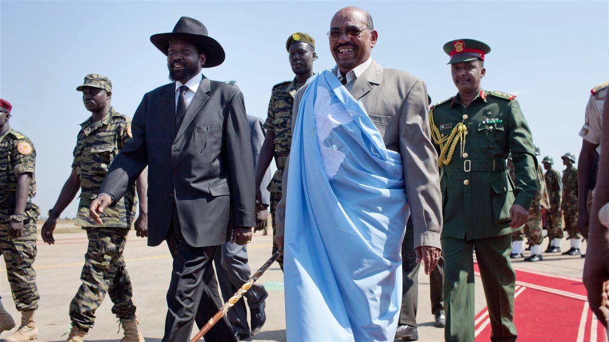 Le président du Soudan, Omar El-Béchir, et son homologue du Soudan du Sud, Salva Kiir (archives)