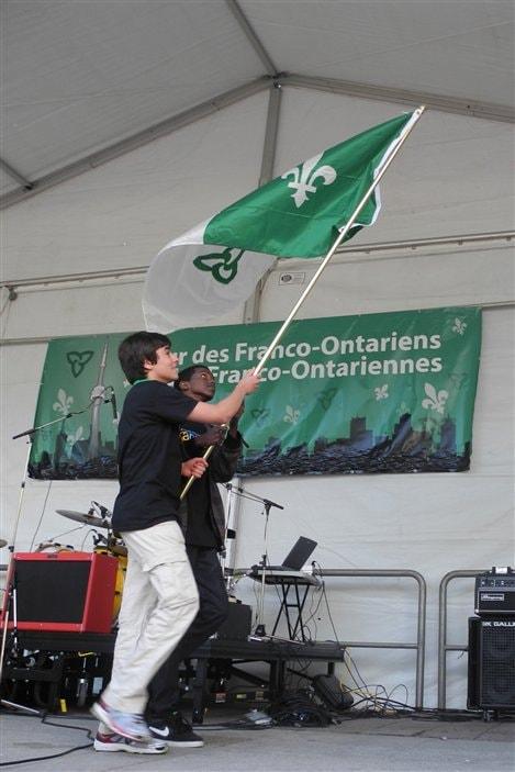 Le drapeau franco-ontarien a été levé.