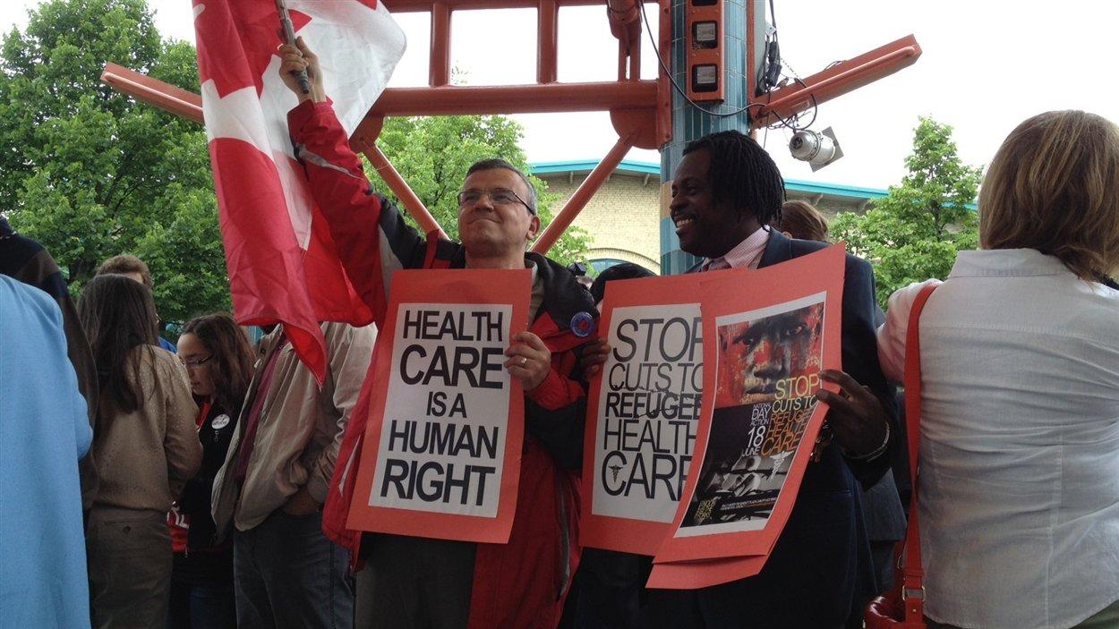 Manifestation à Winnipeg contre les compressions dans le Programme fédéral de santé intérimaire pour les réfugiés