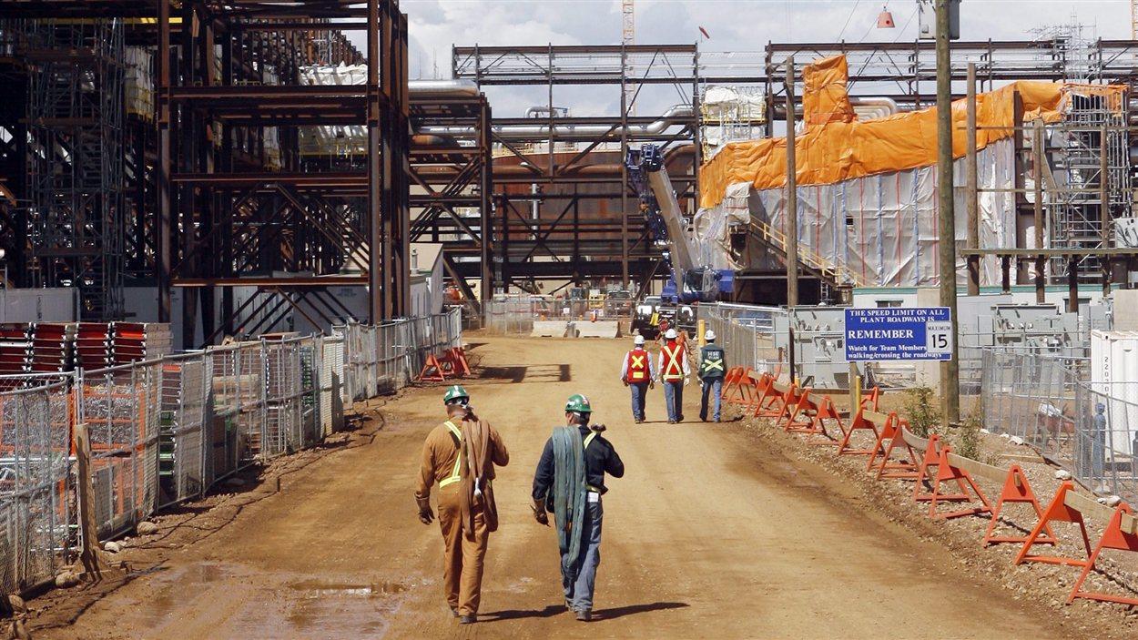 Des travailleurs du pétrole près de Fort McMurray, en Alberta
