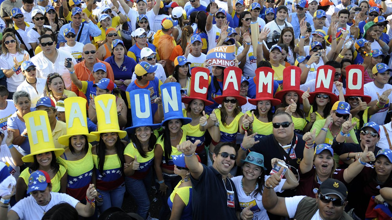 Des partisans d'Henrique Capriles, le 4 octobre 2012, lors du dernier rassemblement de la campagne du leader de l'opposition vénézuélienne.