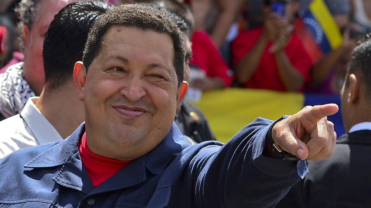 Le président sortant Hugo Chavez est réélu pour la troisième fois à la tête du Venezuela.