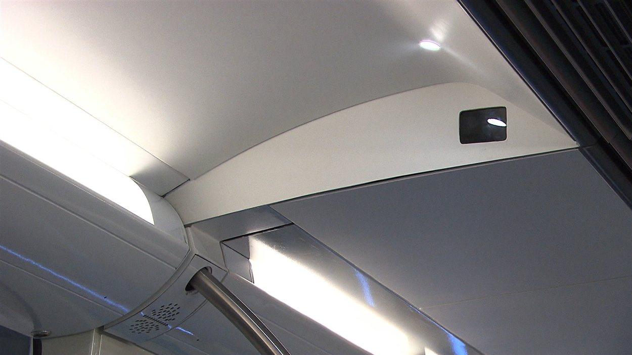 Caméra installée dans une voiture de métro