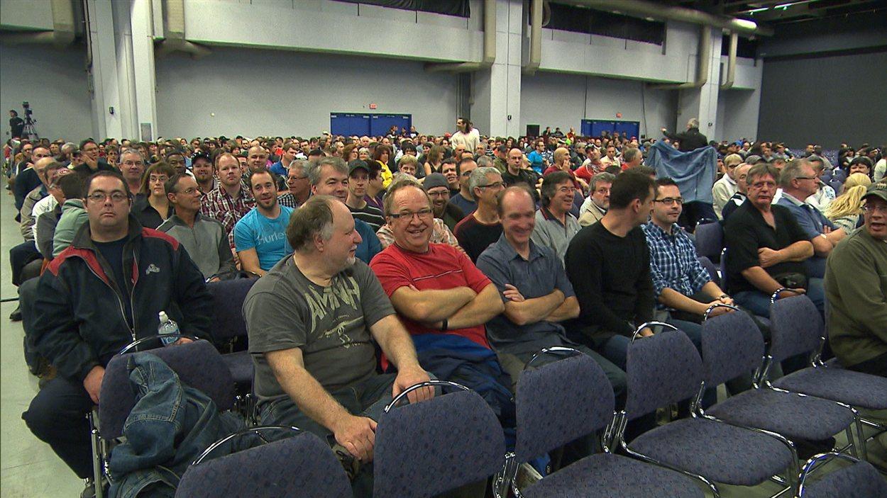 Des cols bleus de Montréal en assemblée générale.