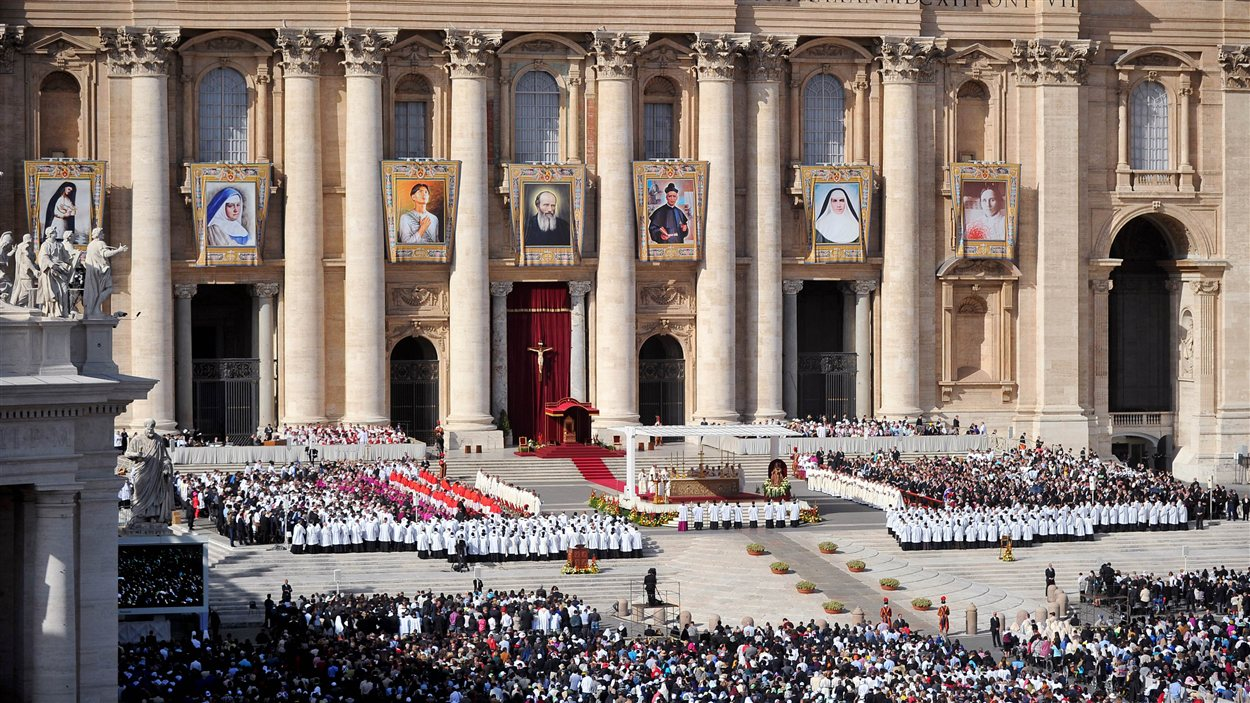 La cérémonie de canonisation du 21 octobre 2012, au Vatican.