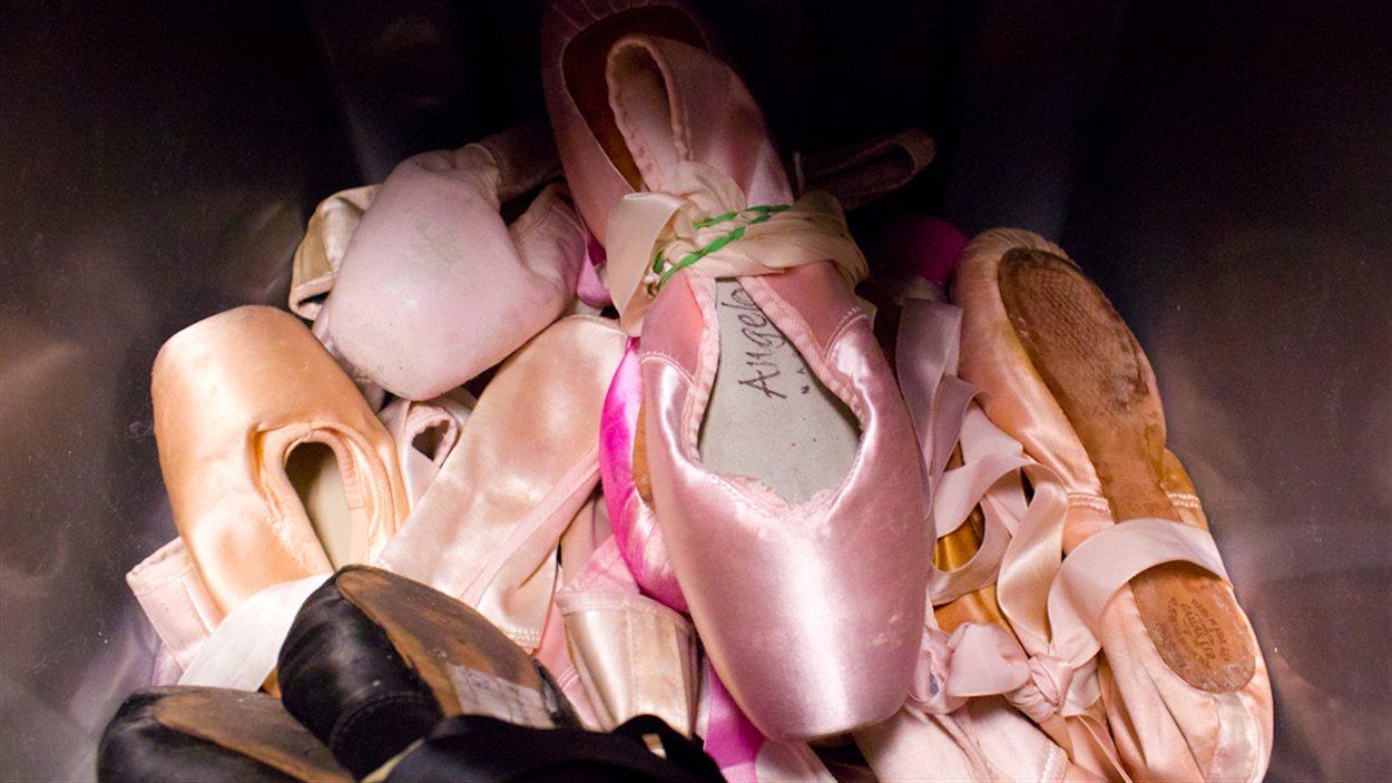 Ici, on retouve des chaussons de ballet.