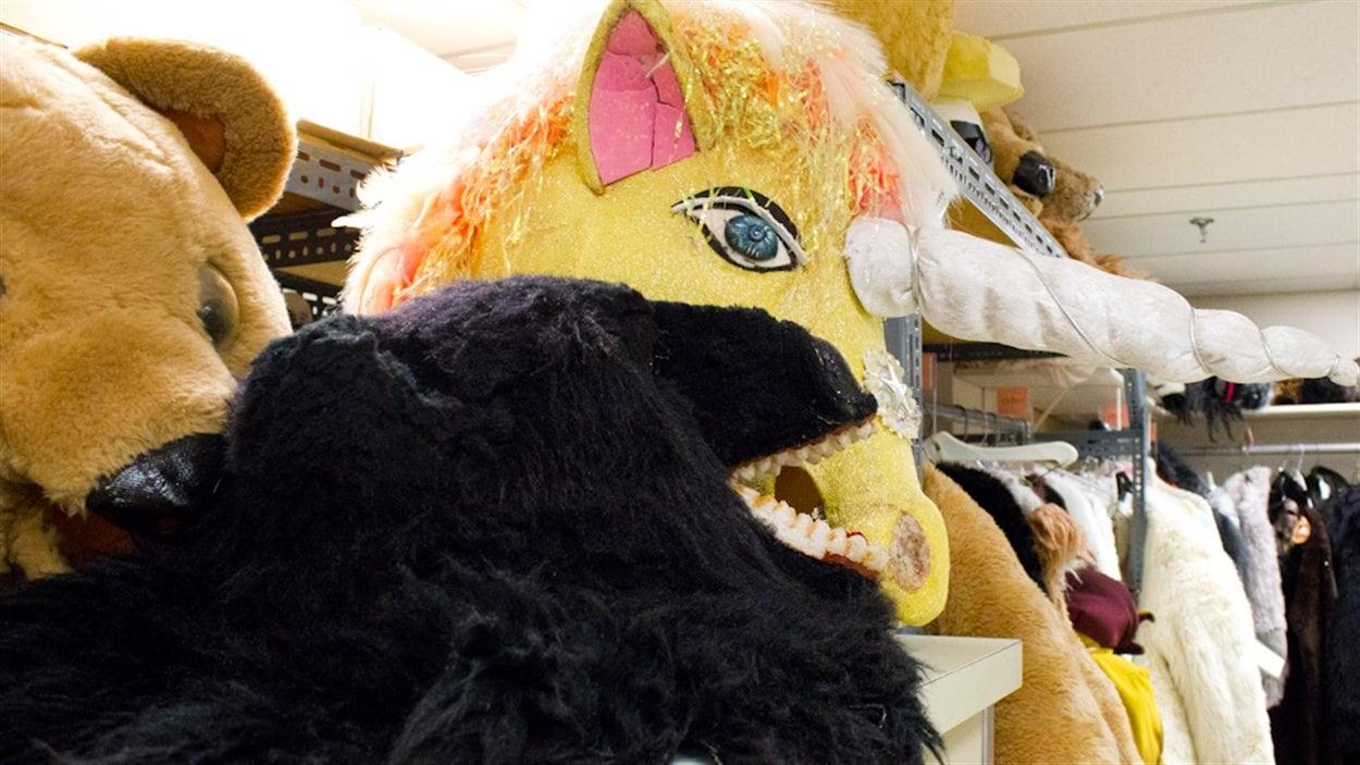 Une section est consacrée aux mascottes et aux peluches.