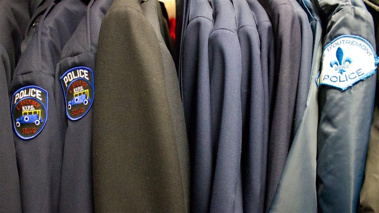 Une section complète du Costumier est réservée aux uniformes.