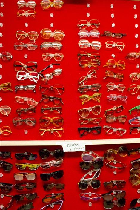Une petite partie de la collection de lunettes