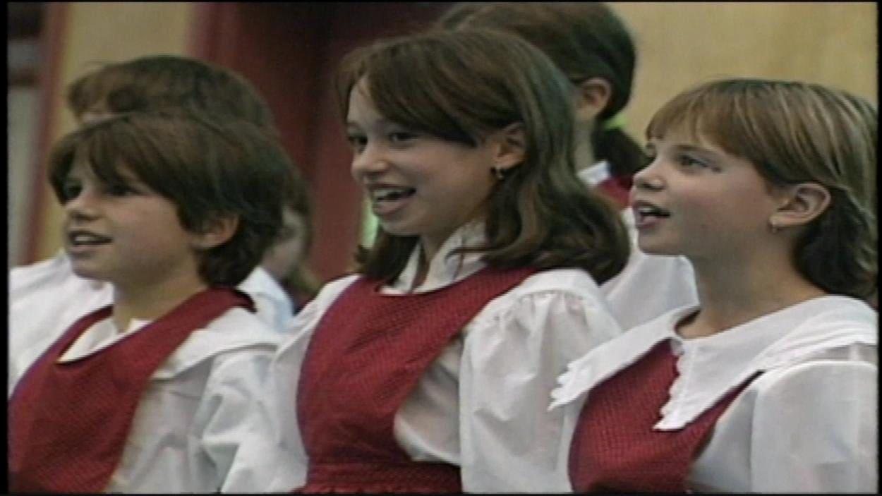 Chorale des élèves de l'école Émilie Tremblay, à Whitehorse (24 octobre 1997)