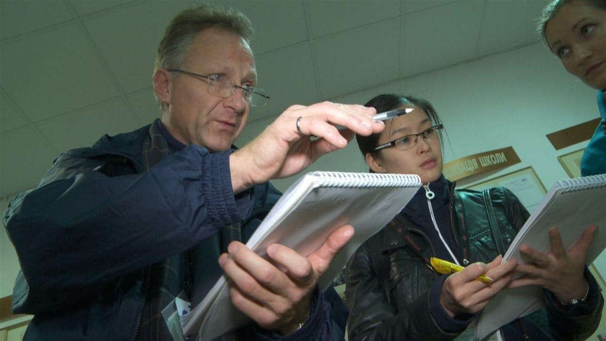 Pierre Mychaltchouk et Ada Chan, des 500 observateurs canadiens en Ukraine.