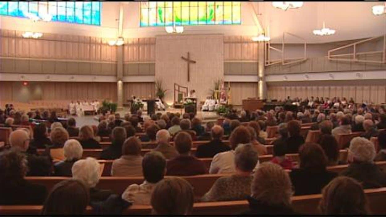 Première messe célébrée en français à la cathédrale Holy Family de Saskatoon