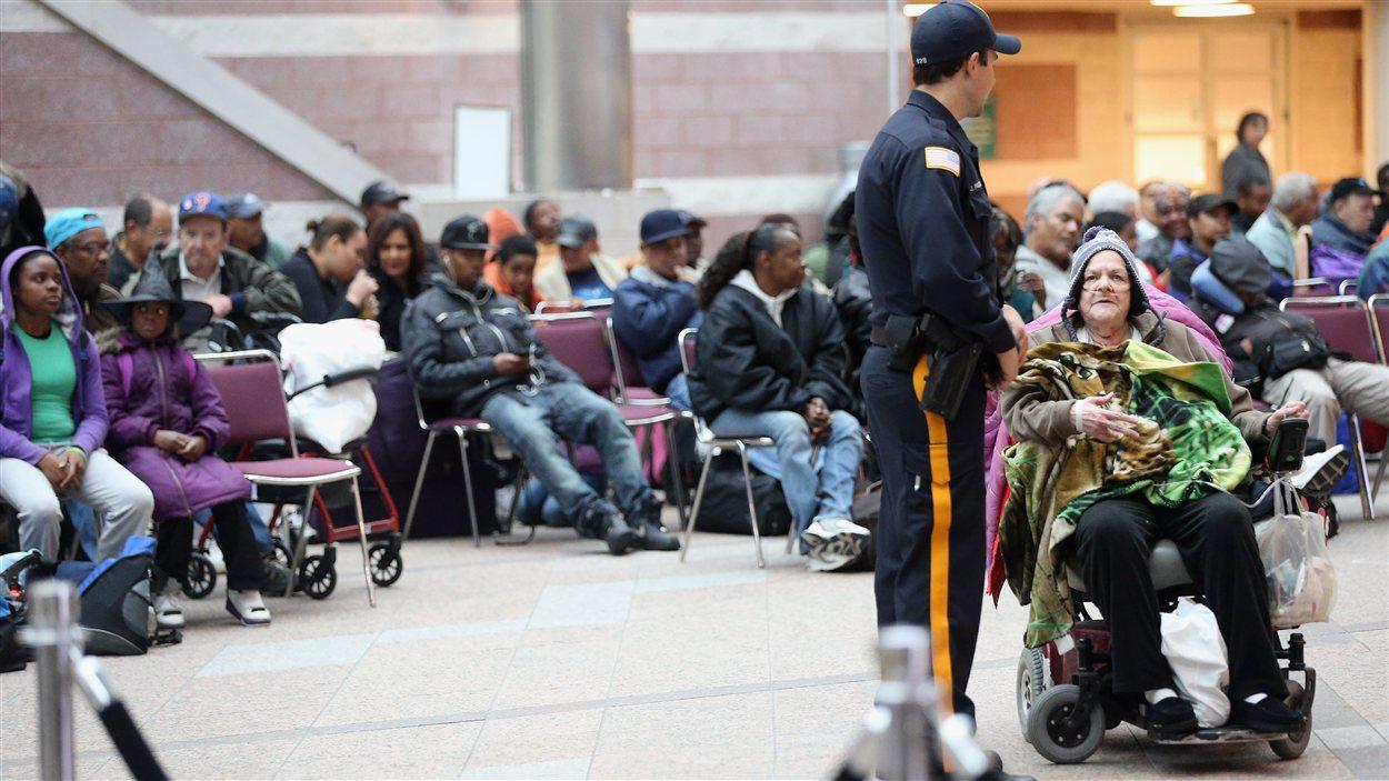 Des habitants d'Atlantic City attendant leur évacuation
