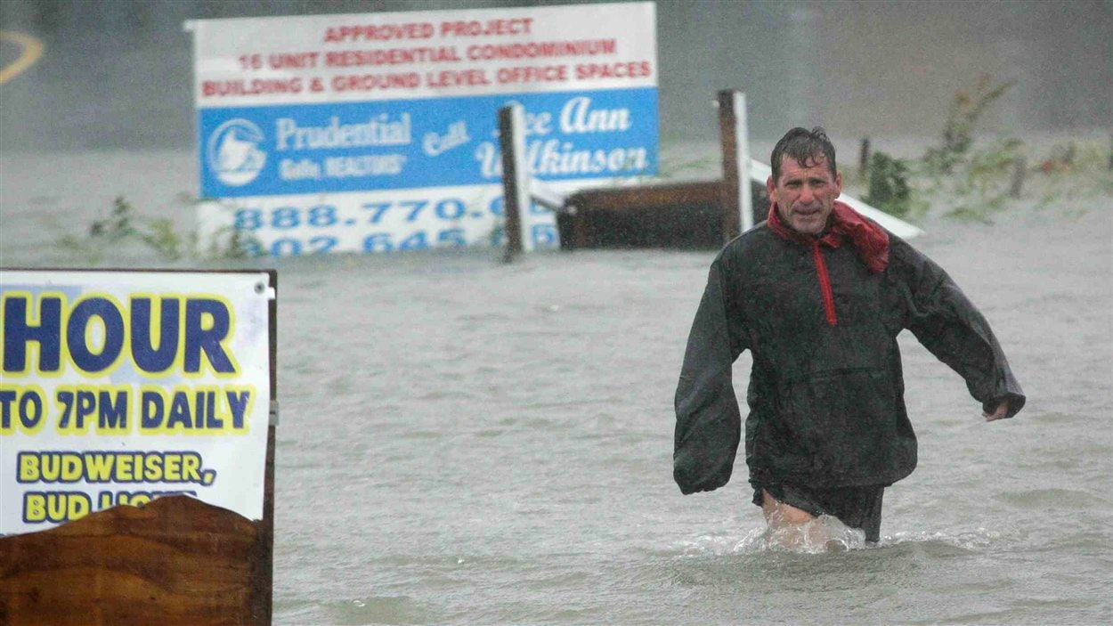 Les rues de Lewes, au Delaware, étaient inondées de plusieurs dizaines de centimètres d'eau, lundi, en raison du passage de Sandy.