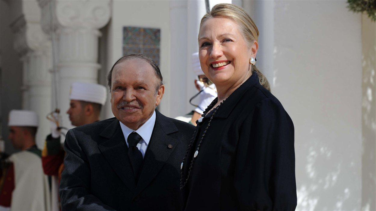La secrétaire d'État Hillary Clinton et le président Abdelaziz Bouteflika à Alger