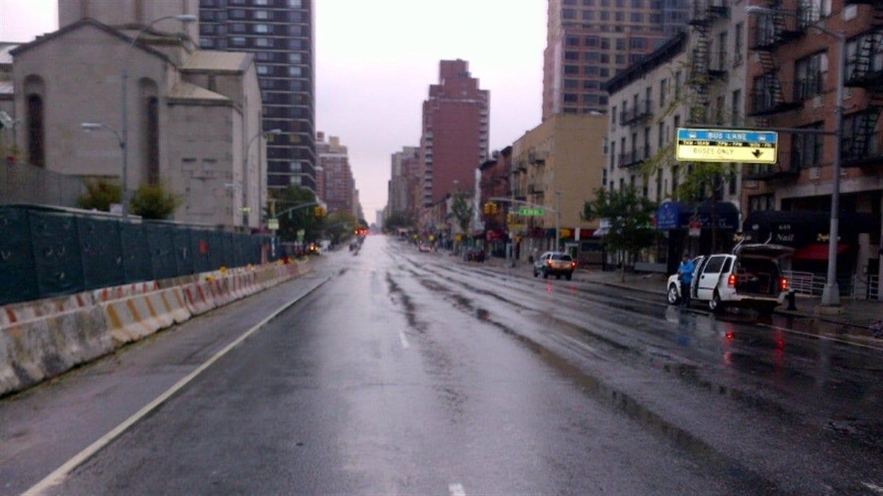 Des quartiers de Manhattan, habituellement animés, sont désertés.