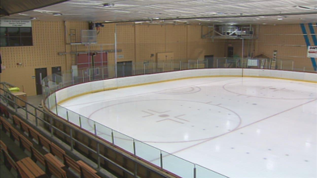 La Ville a fermé deux arénas dimanche en raison de la grève des cols bleus.