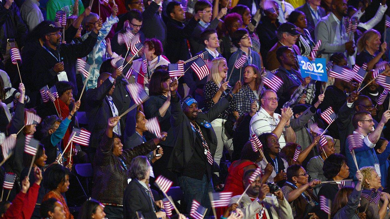 Le président sortant Barack Obama est réélu pour un deuxième mandat.