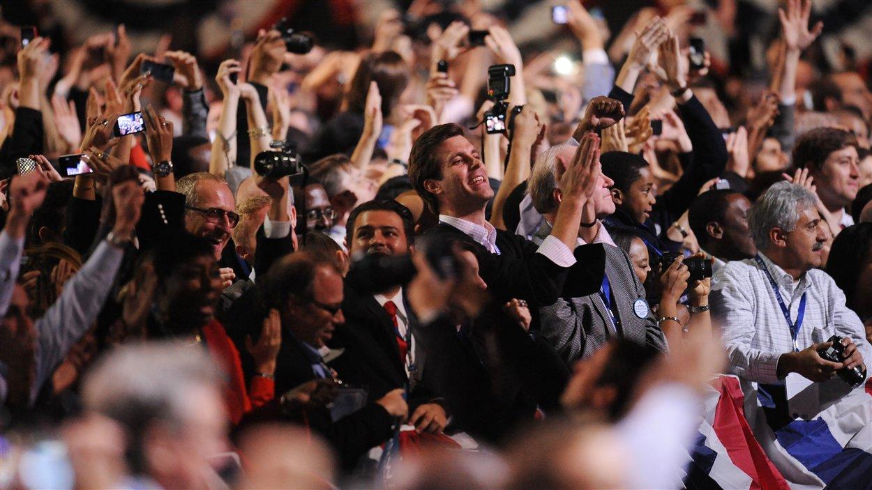 Les démocrates célèbrent la victoire de Barack Obama à Chicago, en Illinois.