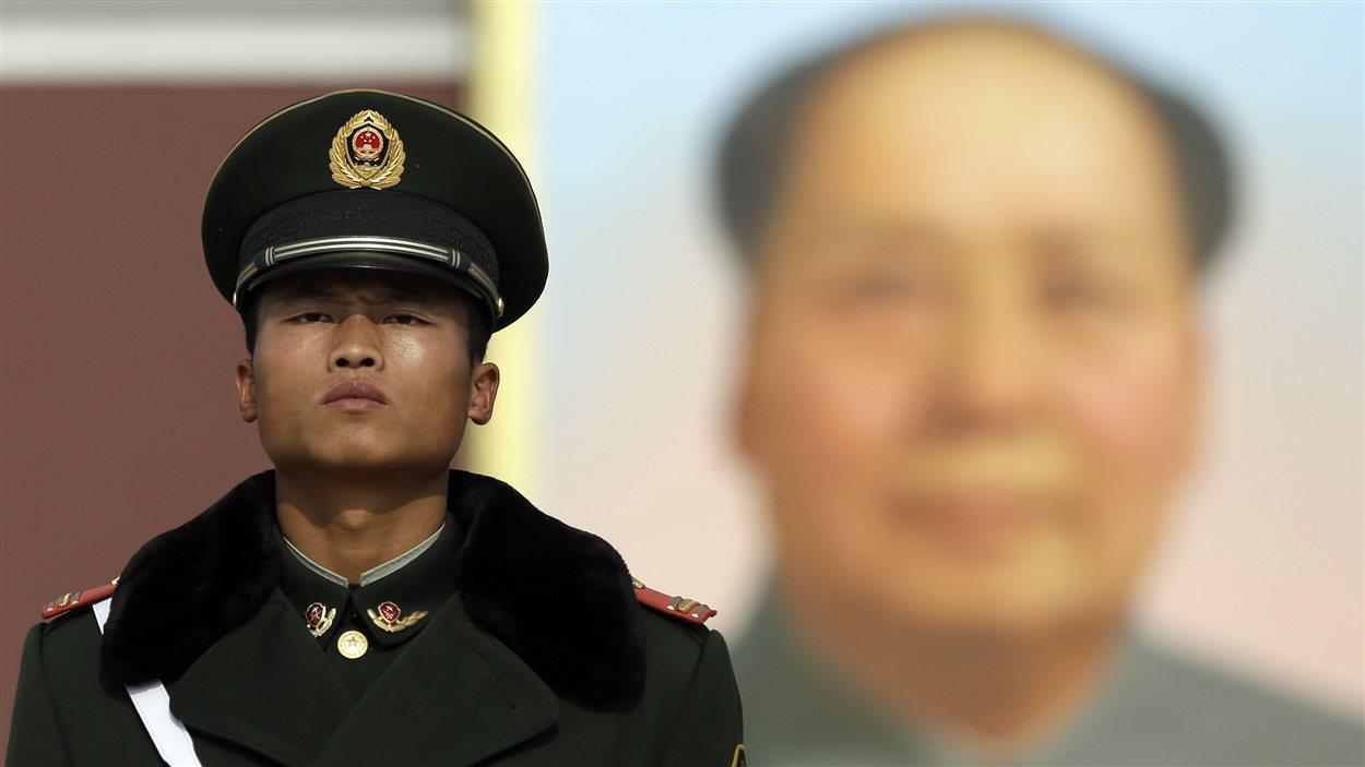Un policier à la place Tiananmen