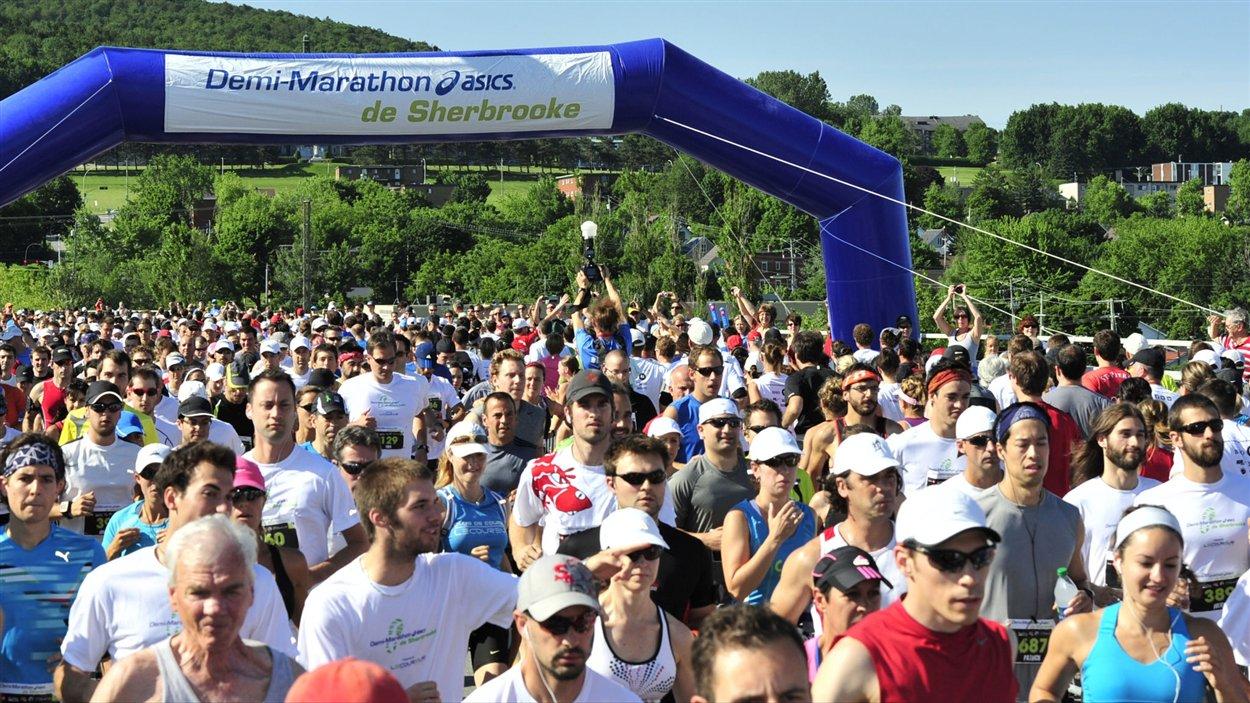 Le départ du demi-marathon de Sherbrooke, édition 2012