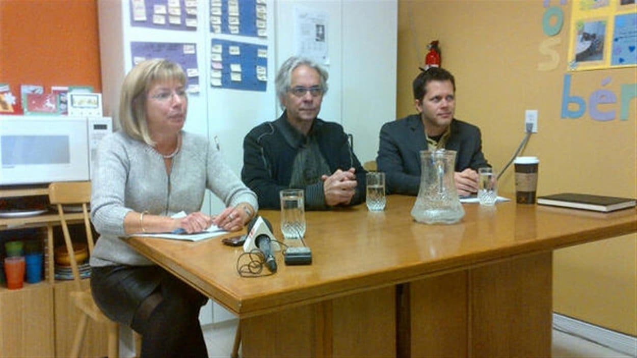 Le centre de pédiatrie sociale de Hull a lancé sa Guignolée du Dr Julien (au centre de la photo) vendredi matin.