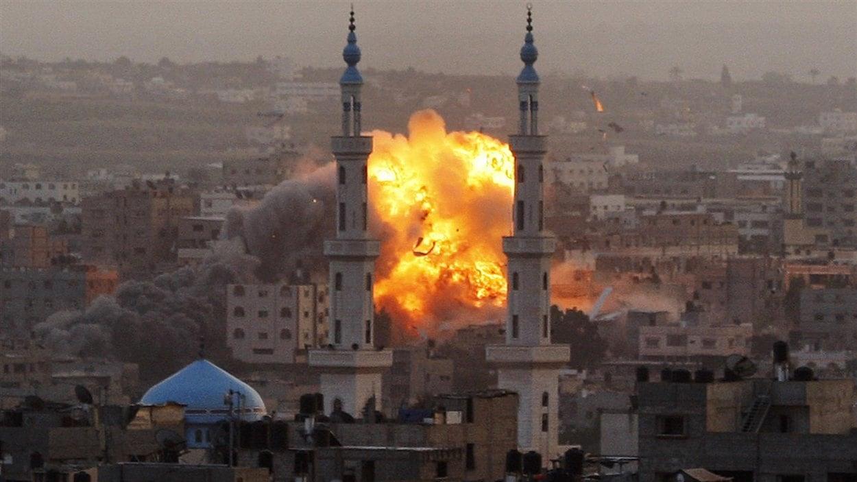 Un immeuble touché par une bombe à Gaza.
