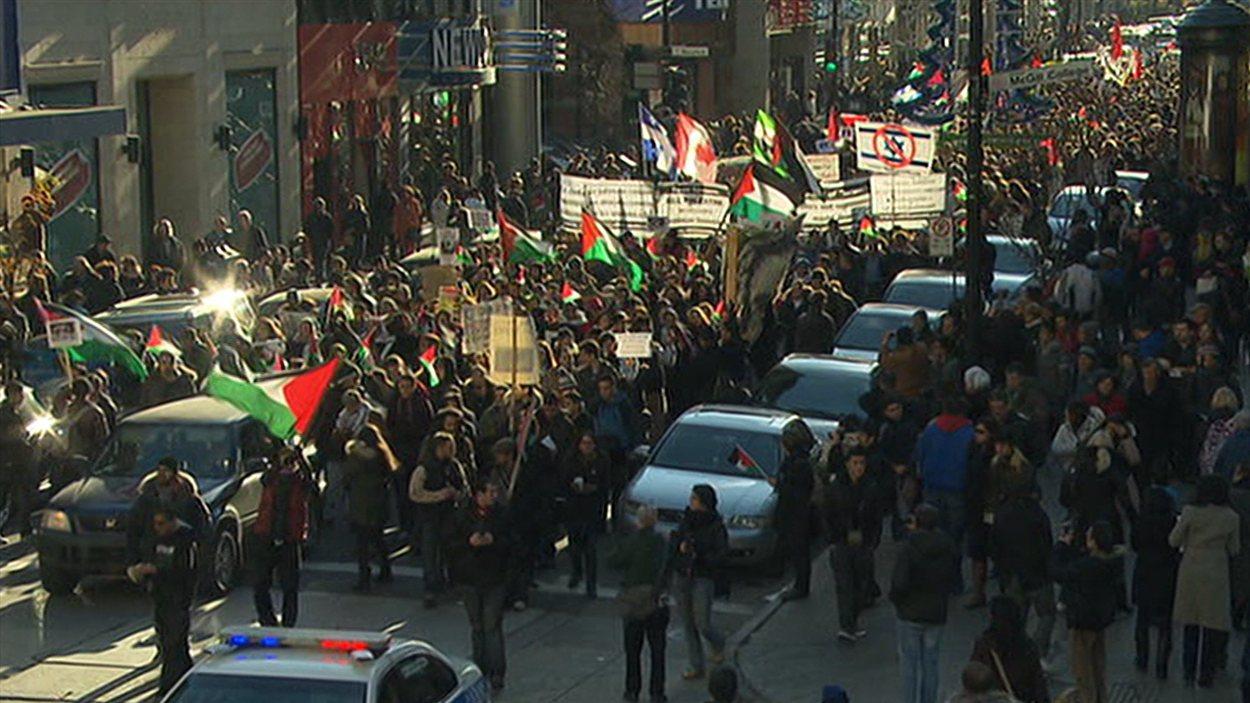 Manifestation d'appui aux Palestiniens de Gaza, au centre-ville de Montréal