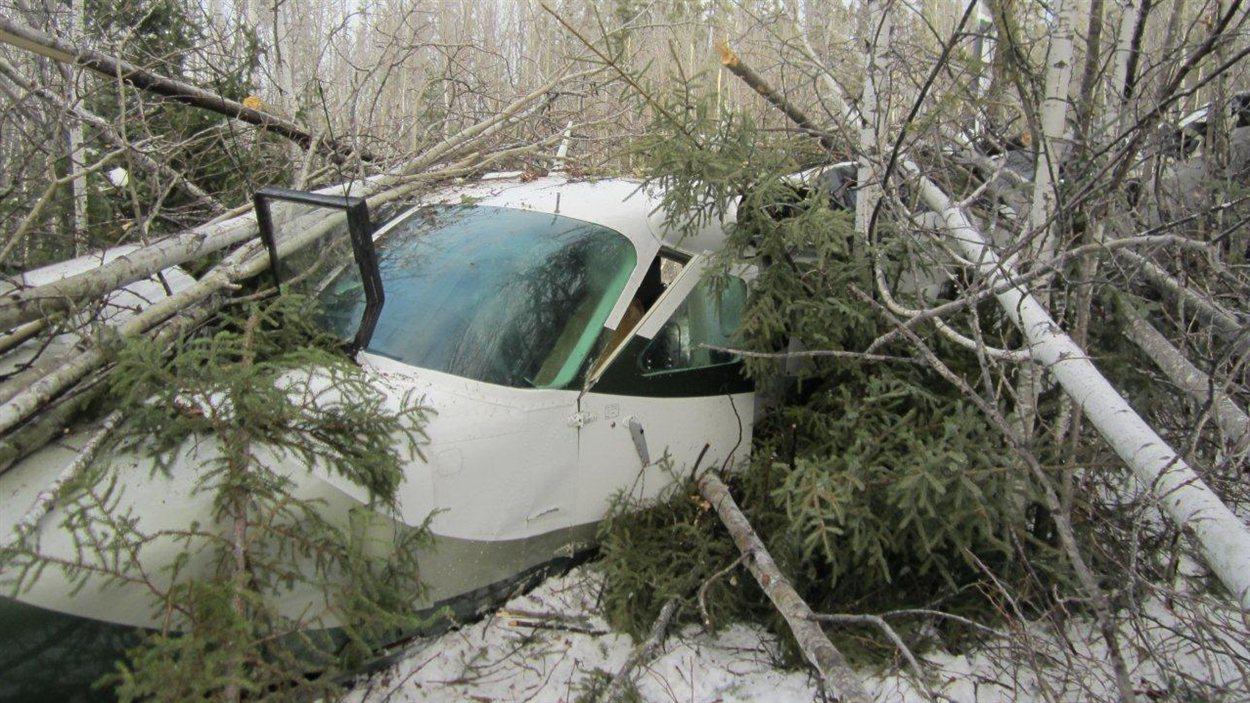 L'appareil A12C0154 de type Cessna 208 qui s'est écrasé le dimanche 18 novembre 2012 près de l'aéroport de Snow Lake, dans le nord du Manitoba.