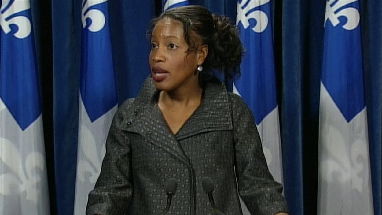 Le ministre Breton n'a «à l'évidence» pas fourni d'explications suffisantes, a affirmé Yolande James devant les journalistes.