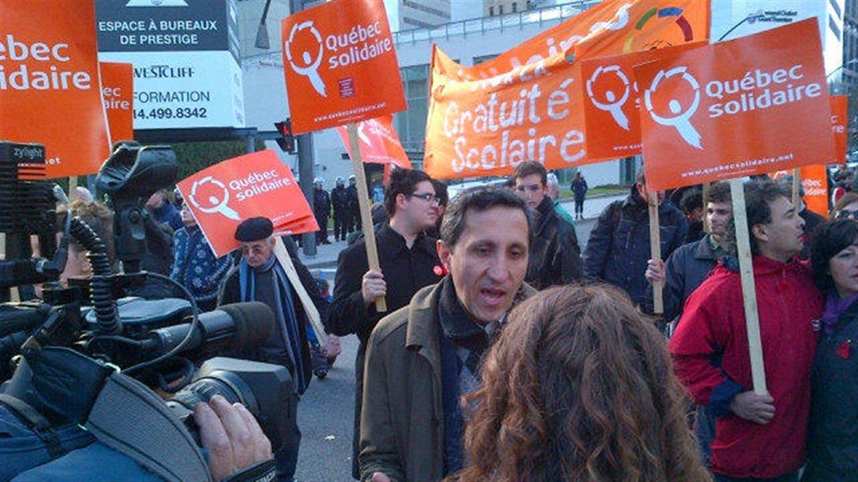 Le député Amir Khadir participe à la manifestation.