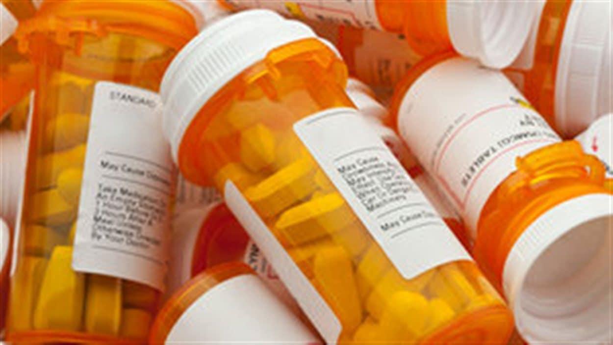 Des flacons de médicaments