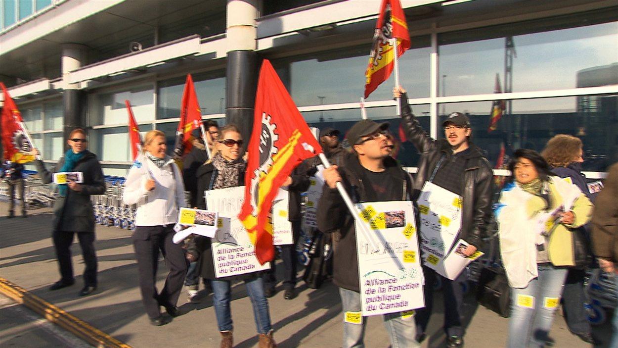 Des douaniers en colère à l'aéroport Montréal-Trudeau
